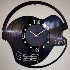 Cadou ceas decupat in disc de vinil